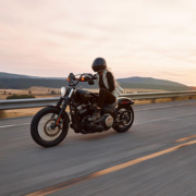 Jak prawidłowo zadbać o akumulator motocyklowy zimą