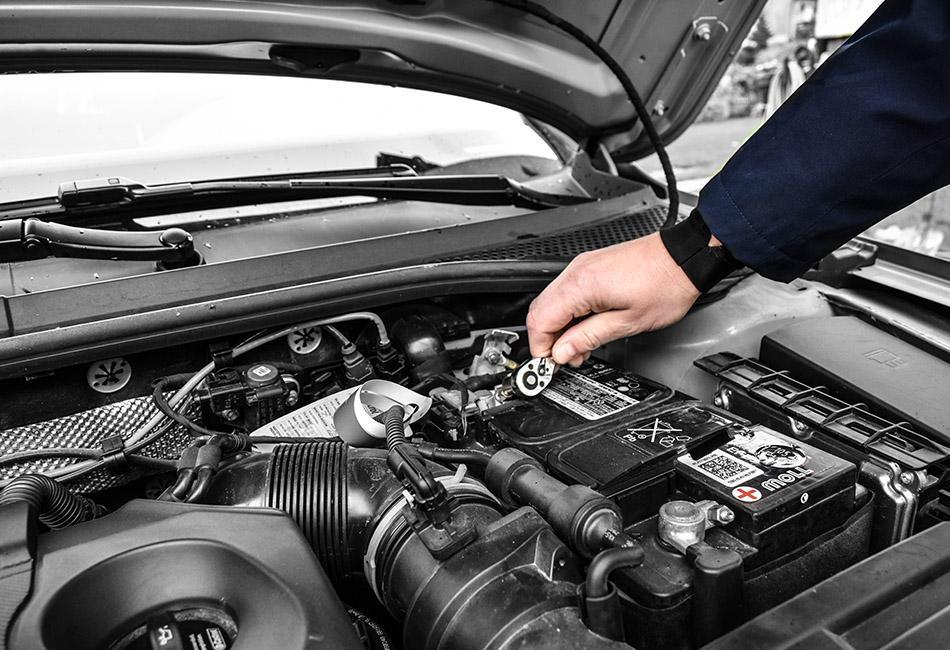 Montaz akumulatora w samochodzie
